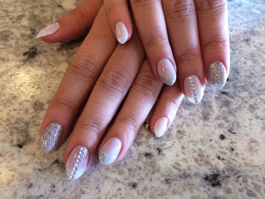 Trend Alert: Almond shaped nails!
